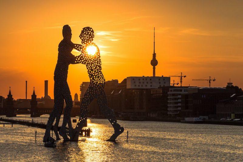 Der Molecule Man im Sonnenuntergang
